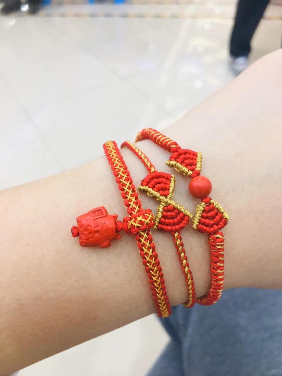 中国结论坛 平结加金线手绳简单编法 一根绳子编法大全简单,金线红绳手链编织,二根绳子各种编法图解,平结加金线的编法,绕金线手链编法 图文教程区 205448s5qvv5dz2clvs4qv