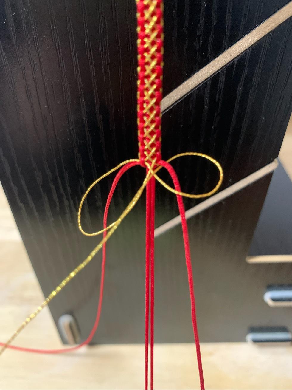 中国结论坛 平结加金线手绳简单编法 一根绳子编法大全简单,金线红绳手链编织,二根绳子各种编法图解,平结加金线的编法,绕金线手链编法 图文教程区 205449efimzhfmutnzmmmz