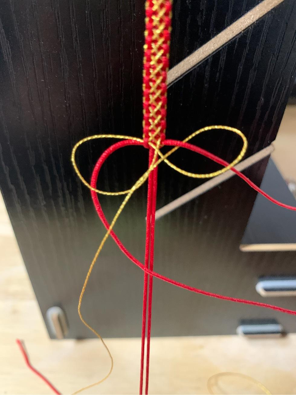 中国结论坛 平结加金线手绳简单编法 一根绳子编法大全简单,金线红绳手链编织,二根绳子各种编法图解,平结加金线的编法,绕金线手链编法 图文教程区 205450bcocbcm7fe4zgmtu