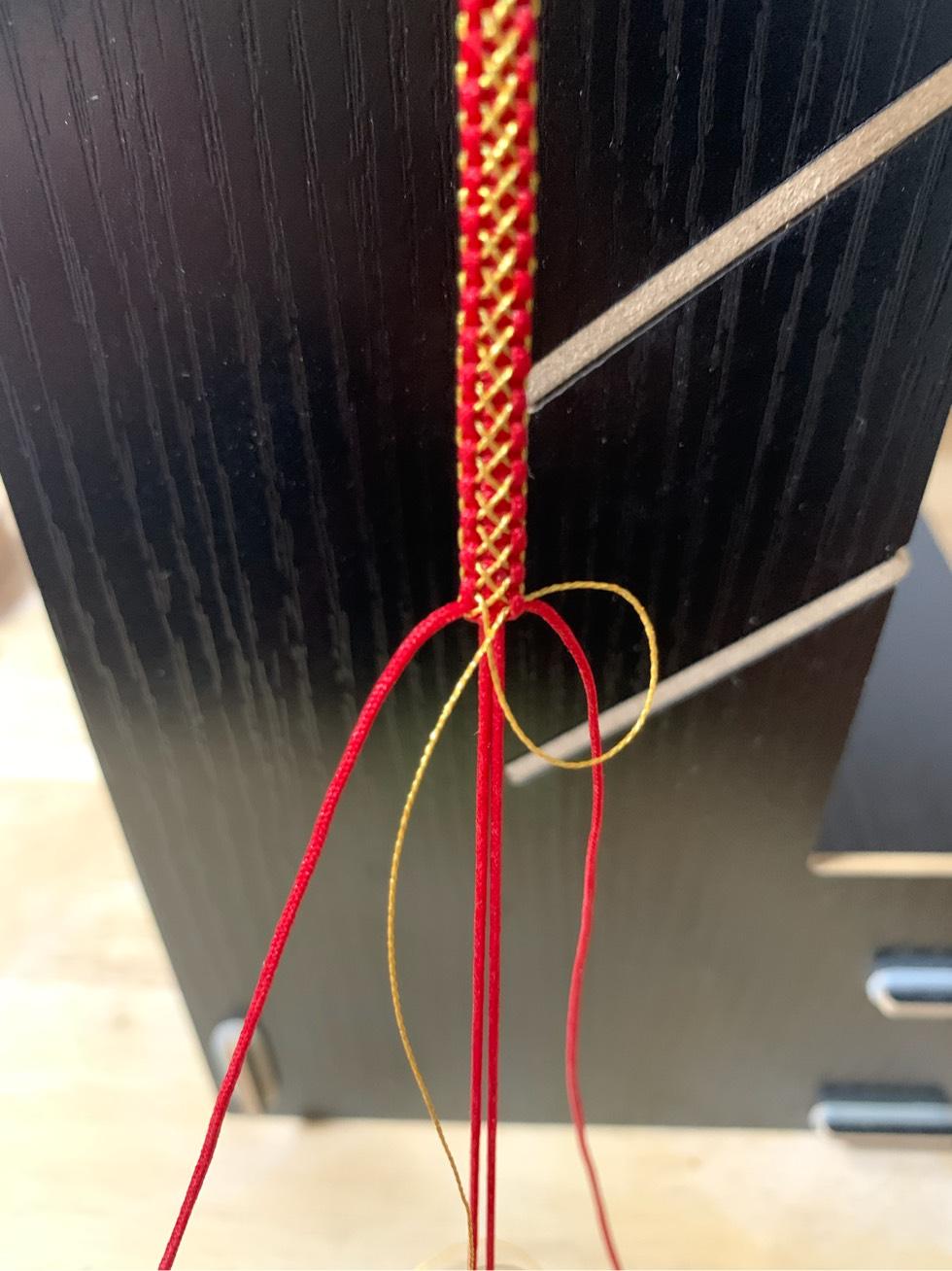 中国结论坛 平结加金线手绳简单编法 一根绳子编法大全简单,金线红绳手链编织,二根绳子各种编法图解,平结加金线的编法,绕金线手链编法 图文教程区 205452qy86vlnwypfry8p9