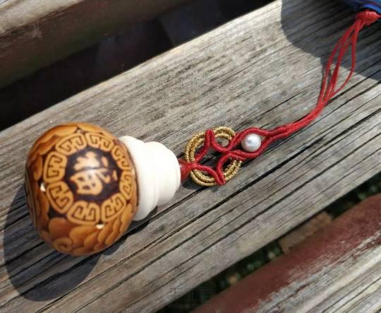 中国结论坛 纳福葫芦打孔做香囊 葫芦香包的做法图解,葫芦水烟袋的制作方法,葫芦香囊,小葫芦香囊怎么做 作品展示 004927jn6ra6bz1n2cbnpc