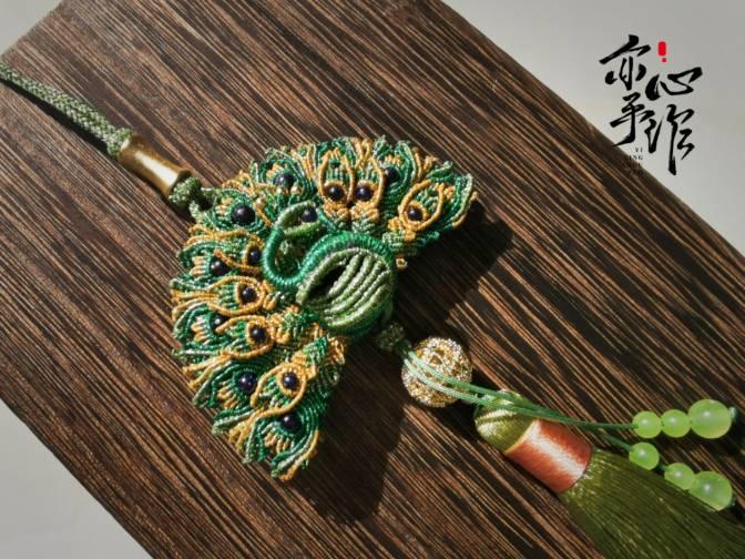 中国结论坛 孔雀香囊挂件 孔雀,玉雕镂空香囊怎么用,古色古香的香包挂件图,镂空的和田玉香囊 作品展示 072929fzbx7zif4zrx48zx