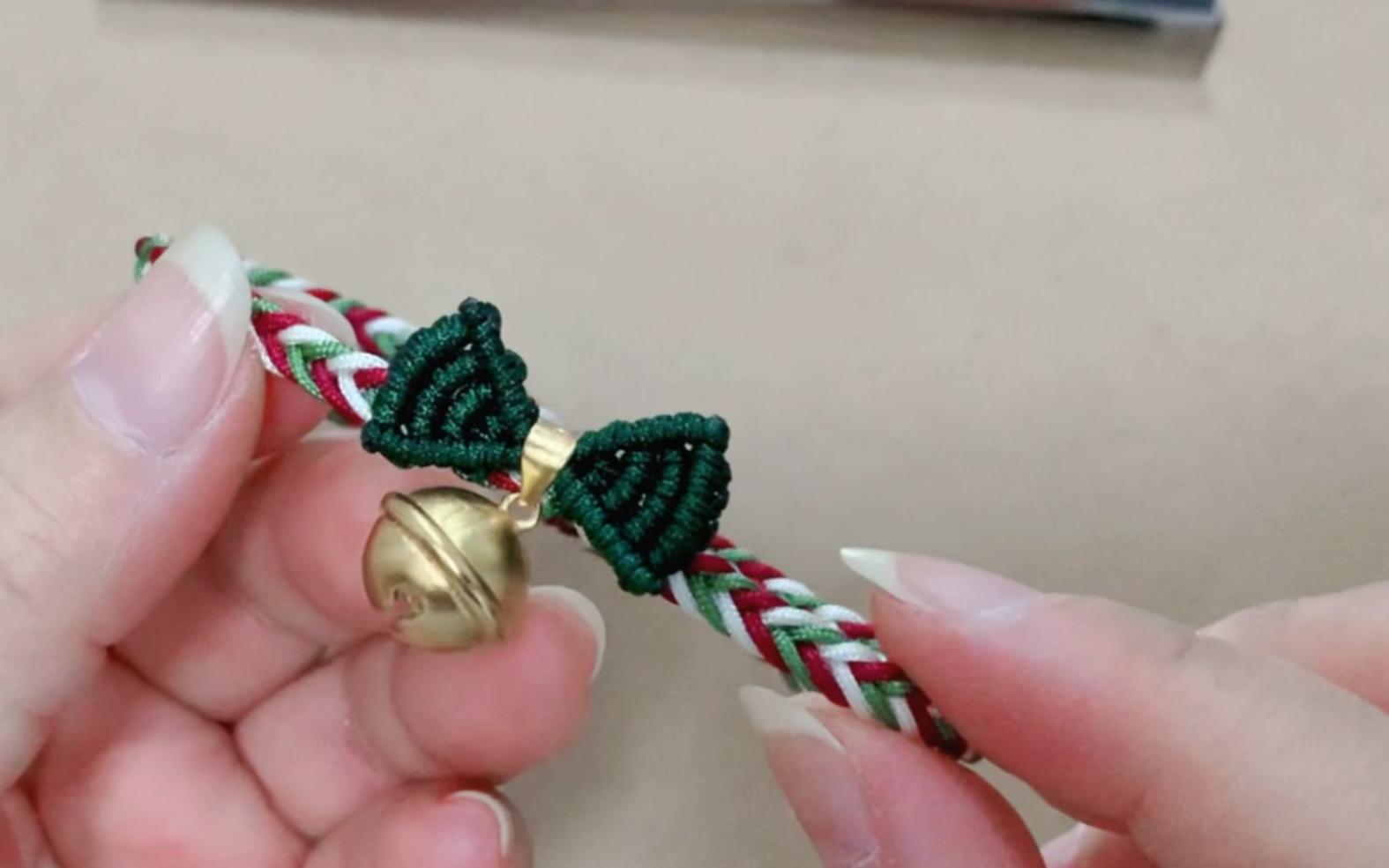 中国结论坛 在逃公主手绳编法圣诞节版本 戒指用绳子怎么编,转运珠手链编织,小金珠子编手链款式,蝴蝶结戒指编织教程 视频教程区 091041v44mzufwzbnxc74k