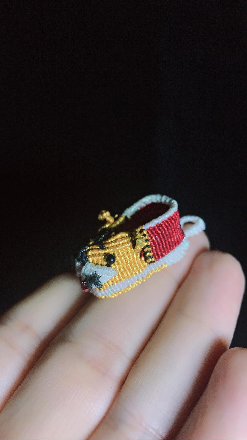 中国结论坛 根据塔顶的猫老师的教程做的虎头鞋,非常感谢老师的教程! 教程,虎头鞋教程,虎头鞋的传说,虎头鞋的由来,虎头鞋虎头帽的寓意 作品展示 082636u32b1p218bps1t12