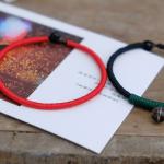 【编红绳】编起来比较简单的一款绕线红色本命年手环 一红一黑情侣戴也不错