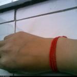 我的第一个作品----3层红绳手链!~