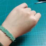 小清新手绳视频教程,宽形斜卷结手环编法