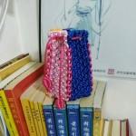 可爱的水桶包,以前的剩线编的,一种颜色不够用,只能拼色了