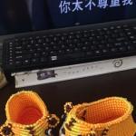 参考李钉老师和猫猫老师的虎头鞋进行了改编,给我小孙 儿编了一双虎头鞋。