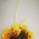 仿栖石的银杏叶胸针