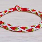 盘编了一条小草莓手绳~