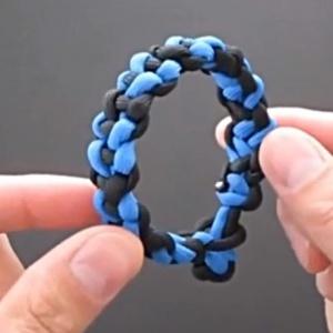 伞绳编手链-蓝黑款男生手链-手链编法大全