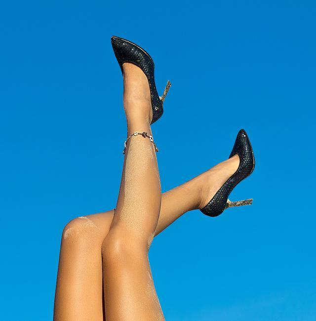 夏天是带脚链的季节,这样选择比较适合