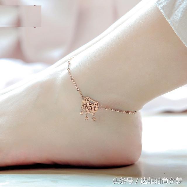 玲珑玉足,戴上脚链摇曳出优雅