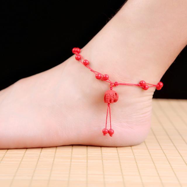 红绳不要随便乱戴,尤其是系在脚上,很多人都搞错