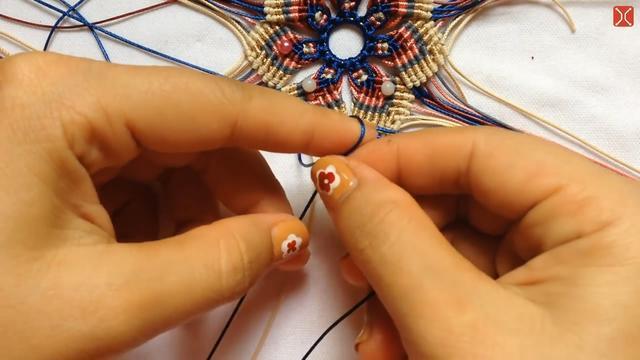 教你学会吊坠的手工编织方法,步骤详细又简单,非常受欢迎!
