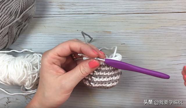 自己钩一个可爱的小挂饰,迷你手拎包挂饰编织教程,配包包钥匙等