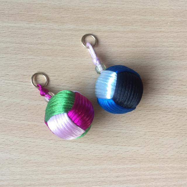 钥匙挂件  小足球的编法图解