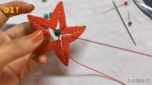 手工绳编的技巧,看看如何制作五角星挂件,简单又漂亮