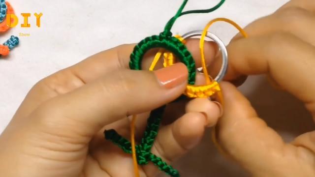 手工绳编小课堂,带你学习如何编制符号挂件的方法,创意十足!