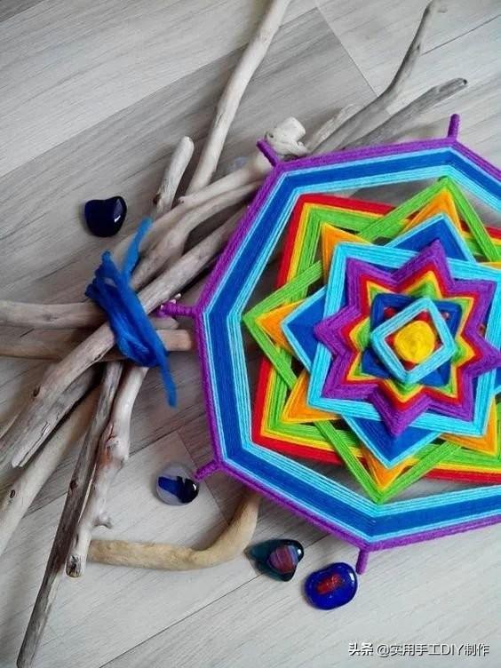 「编绳教程」她用剩余的彩线制作的曼陀罗挂饰,效果太惊艳了