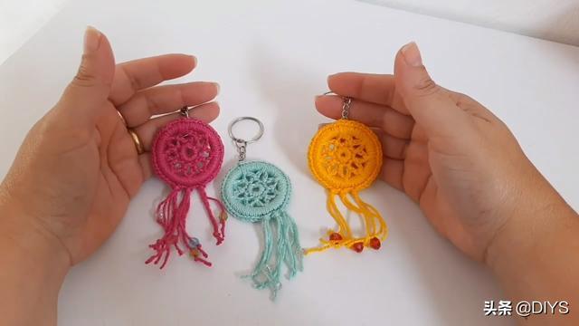 钩针编织教程,学习如何钩织漂亮的钥匙链挂件