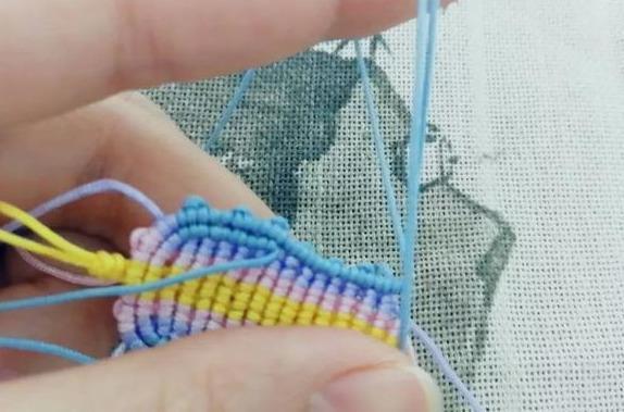 结绳编织,斜卷结就能编出的小挂件,辟邪小鞋子挂饰附教程