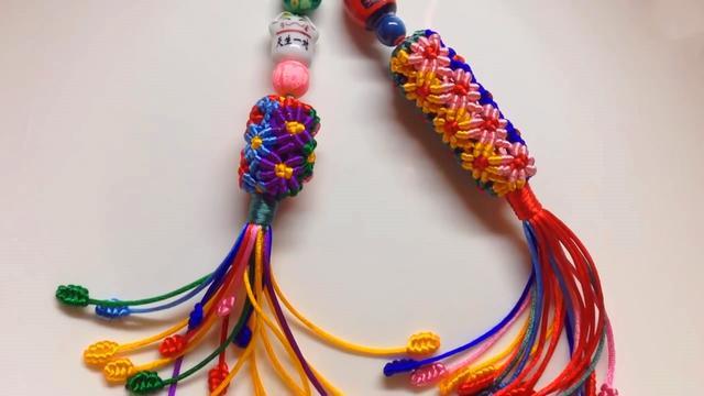学习如何编织花柱挂饰的方法,佩戴起来非常漂亮(图解3-1)