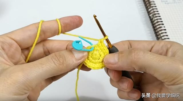 玩偶钩编入门教程,学习如何钩一个兔头小挂饰,可送给孩子当玩具