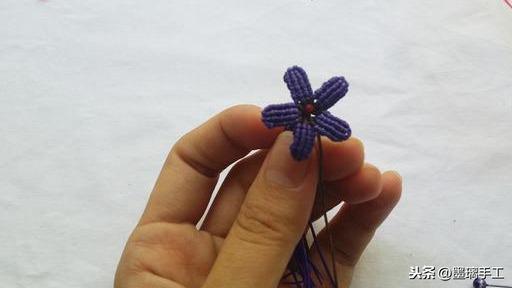 其实并不难,按着步骤就可以学会的立体花朵转运挂饰