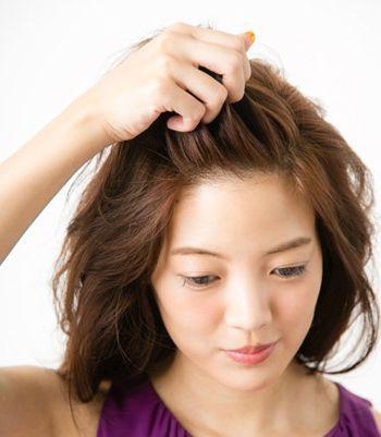2款简单可爱的蝎子辫发型图解,流行的蓬松修颜发型!