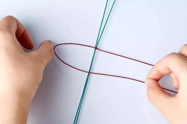 可调节松紧的手串平结的打结方法