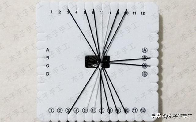 用方形盘编器做的手机挂绳的编法图解