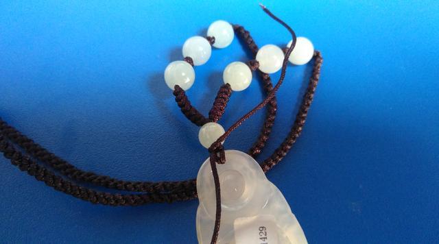 实用:图文6步详细解析教你如何给玉器吊坠换项链绳子