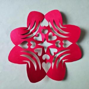 小学生窗花剪纸教程步骤图片,简单爱心窗花画法