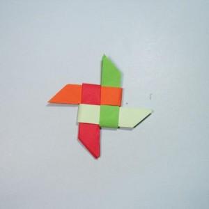 纸飞镖的折法:教你做彩色飞镖的折法步骤图解