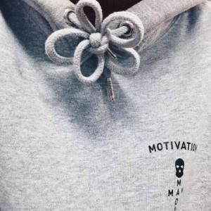 连帽卫衣抽绳系法图解,卫衣蝴蝶结的打法教程