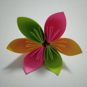折纸花朵简单步骤图解,手工制作好看六彩花朵折纸教程