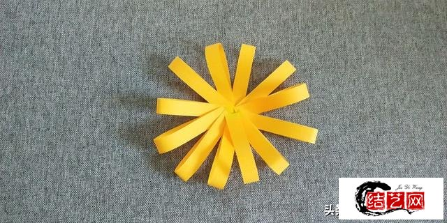 幼儿园手工教程:简单小雏菊折纸图解