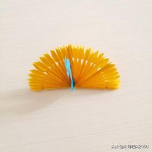 折纸孔雀步骤图解教程,简单手工纸孔雀方法