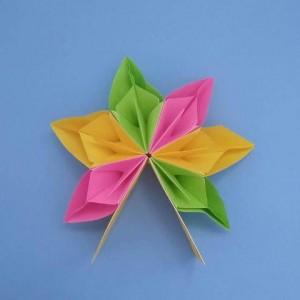 花朵折纸步骤图解,简单漂亮的儿童幼儿园花卉教学