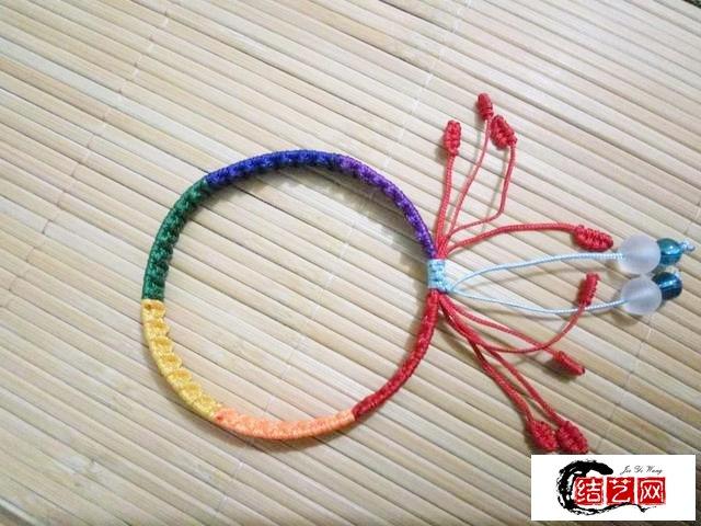 漂亮的自编彩虹手链,学会了给喜欢的女孩儿编一个吧