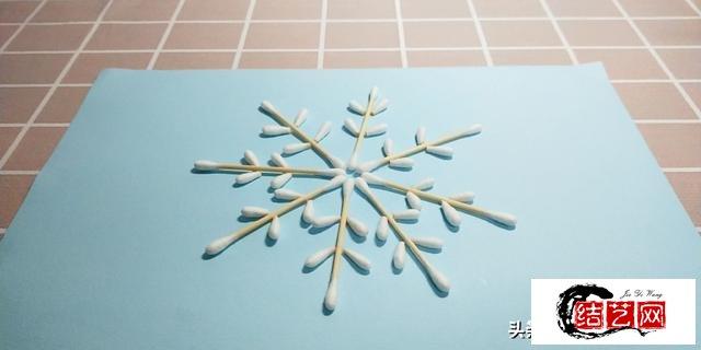 手工分享:棉签和胶水,也能做成漂亮雪花?可做装饰哦